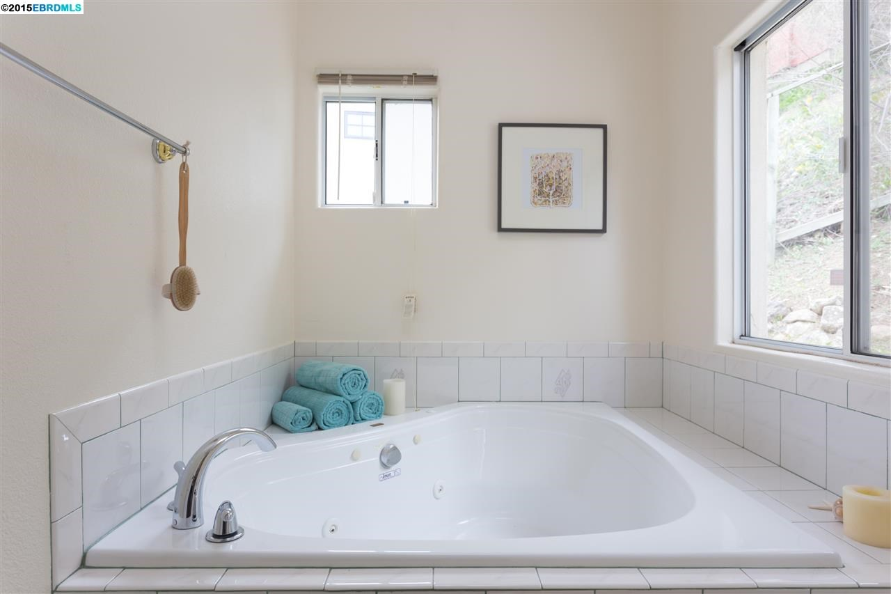 Additional photo for property listing at 7001 BUCKINGHAM BLVD  Berkeley, California 94705 United States