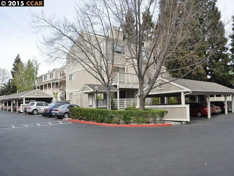 Maison unifamiliale pour l Vente à 2725 OAK Road Walnut Creek, Californie 94597 États-Unis