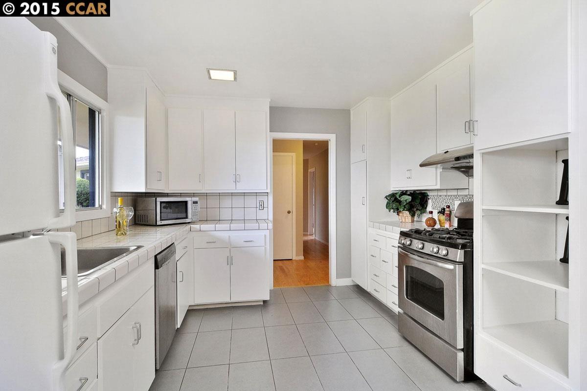 Additional photo for property listing at 2506 TASSAJARA Avenue  El Cerrito, California 94530 United States