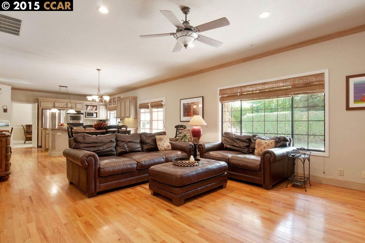 Additional photo for property listing at 26 Chestnut Place  Danville, Калифорния 94506 Соединенные Штаты