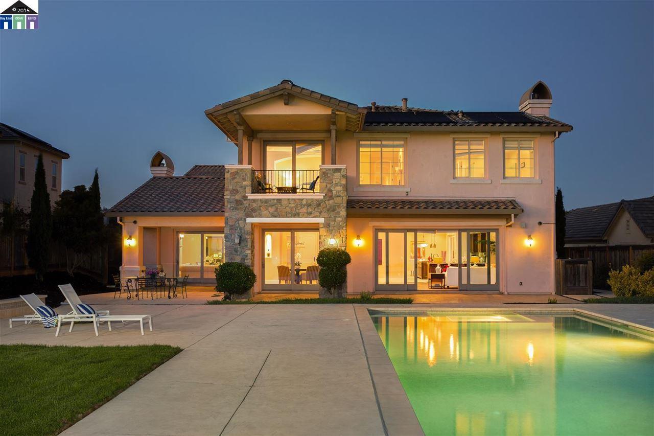 واحد منزل الأسرة للـ Sale في 13485 Campus Drive Oakland, California 94619 United States