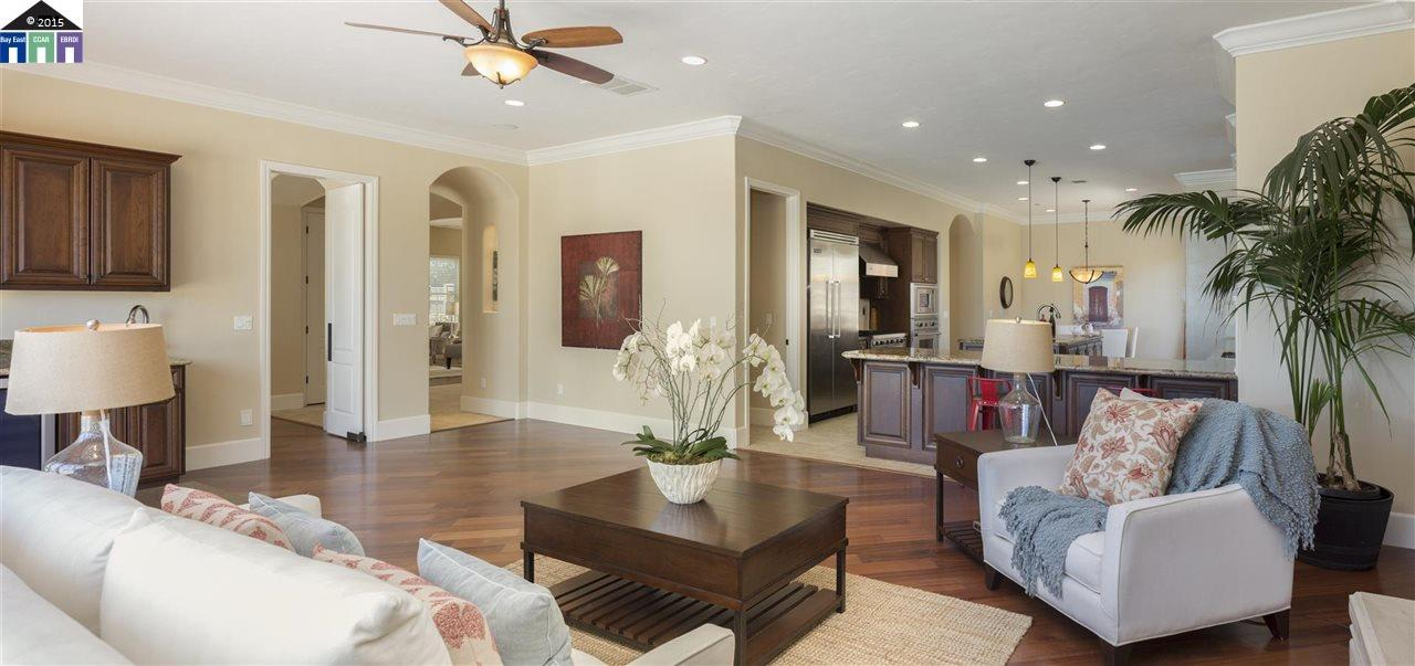 Additional photo for property listing at 13485 Campus Drive  Oakland, California 94619 United States