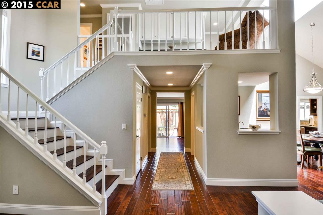 واحد منزل الأسرة للـ Sale في 112 RADFORD Court San Ramon, California 94582 United States