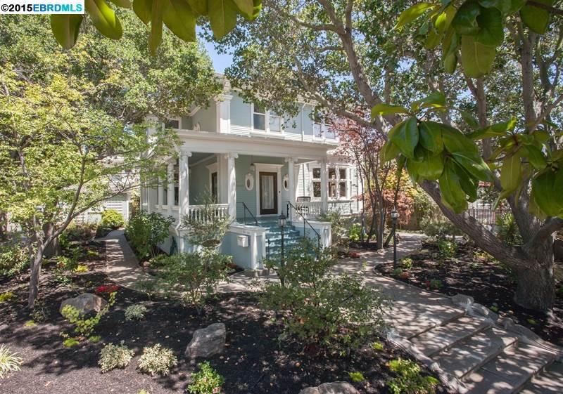 Einfamilienhaus für Verkauf beim 2601 Hillegass Avenue Berkeley, Kalifornien 94704 Vereinigte Staaten