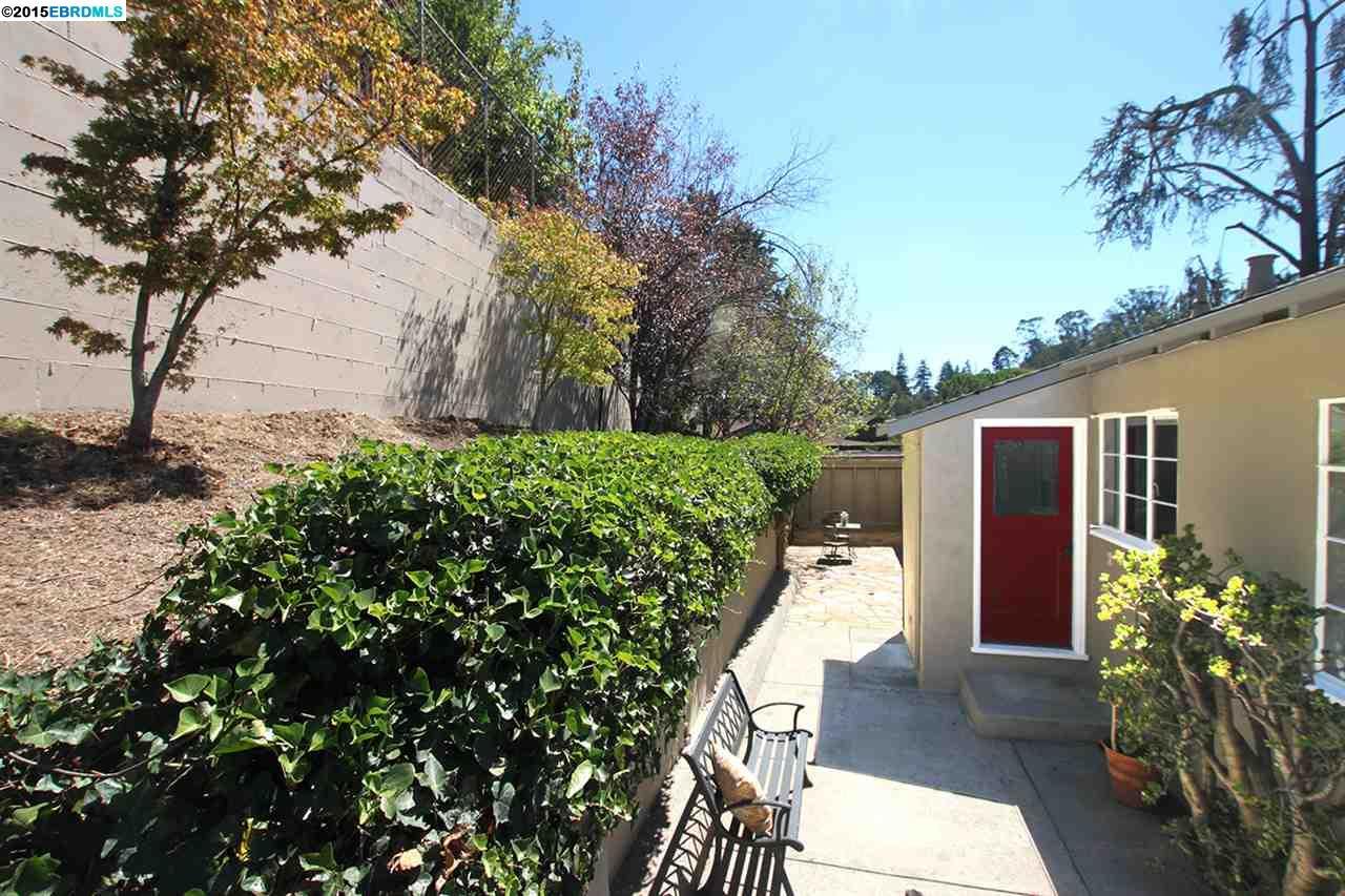 Additional photo for property listing at 5608 Colton Blvd.  Oakland, Californie 94611 États-Unis