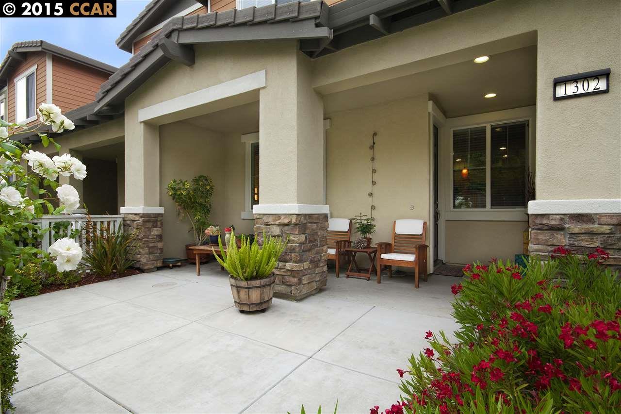 Частный односемейный дом для того Продажа на 1302 Cobblestone Lane San Lorenzo, Калифорния 94580 Соединенные Штаты