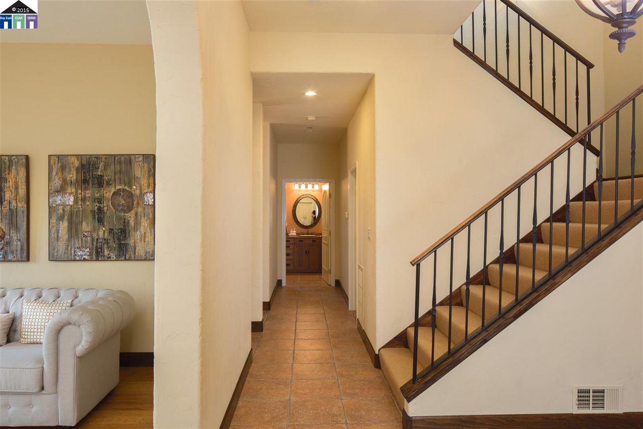 Additional photo for property listing at 13446 CAMPUS Drive  Oakland, カリフォルニア 94619 アメリカ合衆国