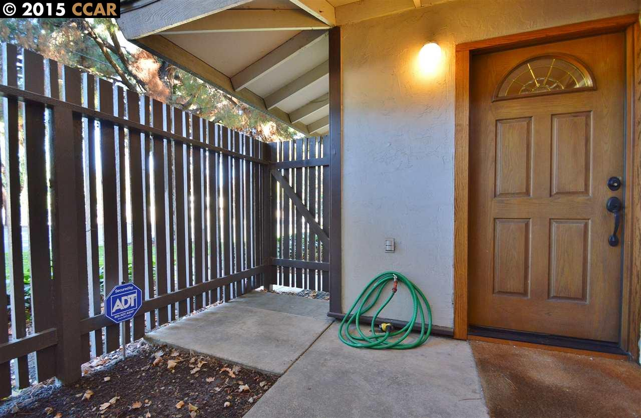 Additional photo for property listing at 5422 Roundtree Court  Concord, California 94521 United States