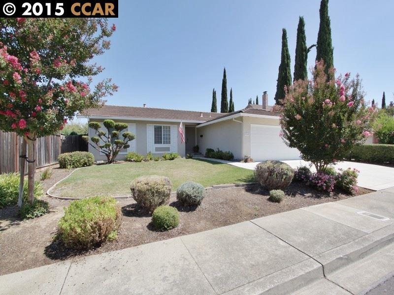 واحد منزل الأسرة للـ Sale في 5169 LIVEOAK Court Pleasanton, California 94588 United States
