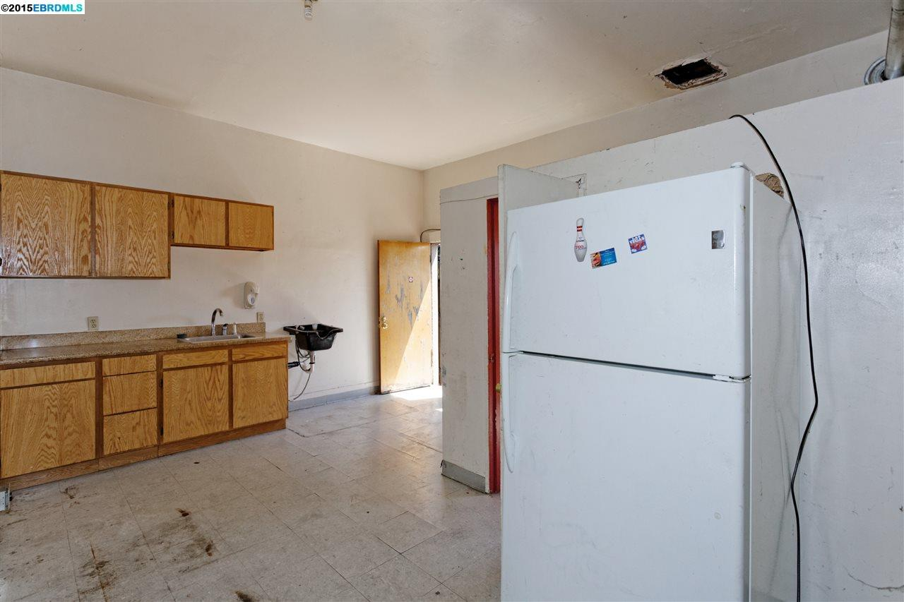 Additional photo for property listing at 1467 MacArthur Blvd  Oakland, Californie 94602 États-Unis