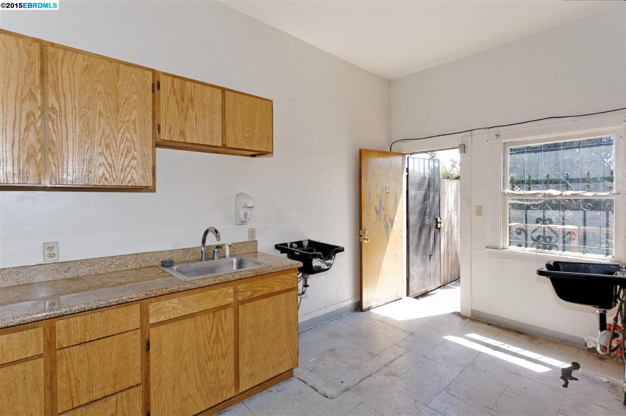 Additional photo for property listing at 1467 MacArthur Blvd  Oakland, 加利福尼亞州 94602 美國