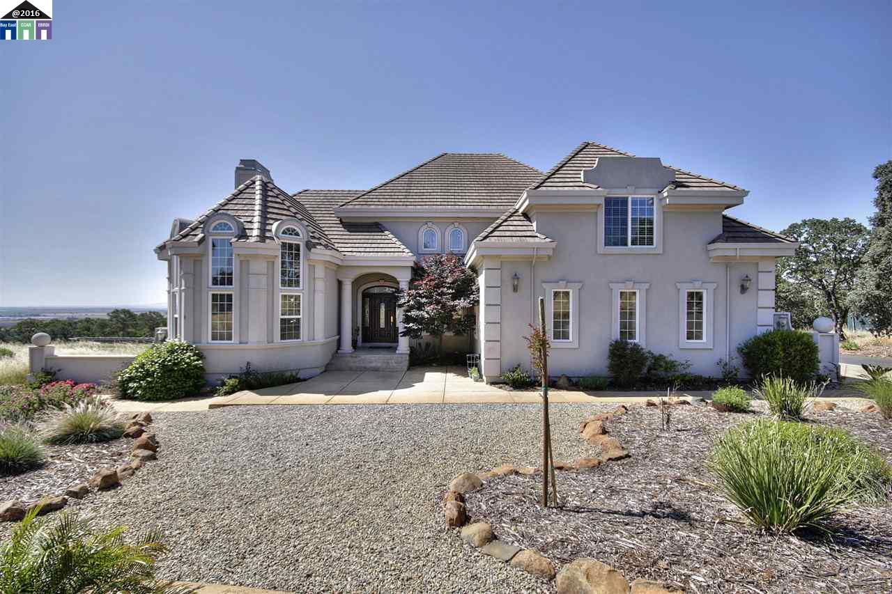 واحد منزل الأسرة للـ Sale في 4266 Stonefield Lane Fairfield, California 94534 United States