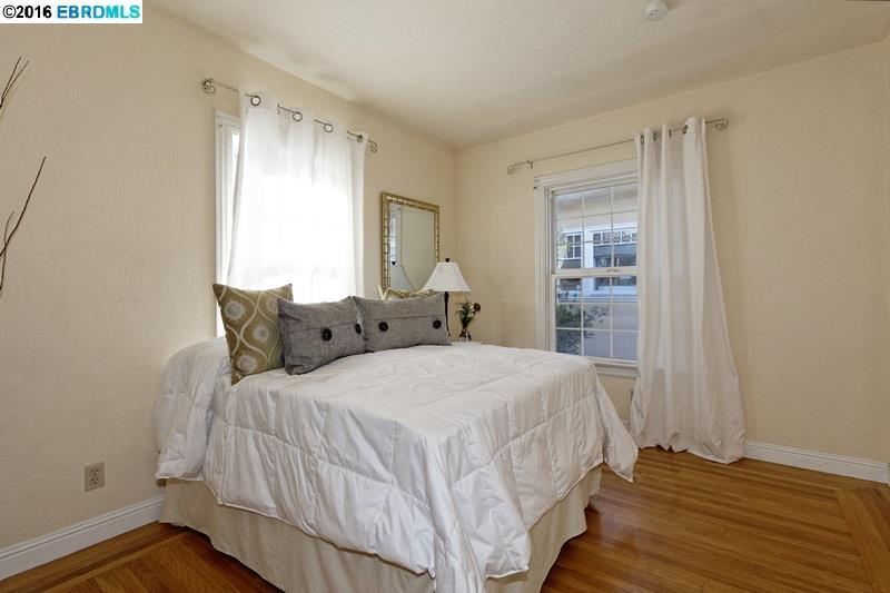 Additional photo for property listing at 2704 Webster Street  Berkeley, Калифорния 94705 Соединенные Штаты