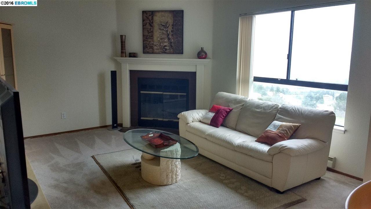 واحد منزل الأسرة للـ Sale في 2505 MIRAMAR Avenue Castro Valley, California 94546 United States