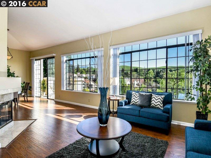 Maison unifamiliale pour l Vente à 61 EAGLE LAKE Lane San Ramon, Californie 94582 États-Unis