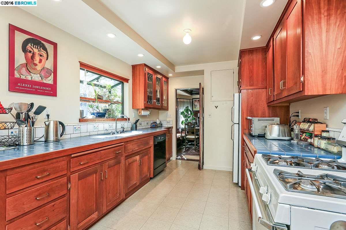 Additional photo for property listing at 2919 Otis Street  Berkeley, California 94703 United States