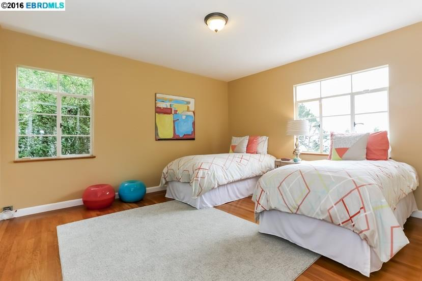 Additional photo for property listing at 1875 DriveAKE Drive  Oakland, カリフォルニア 94611 アメリカ合衆国