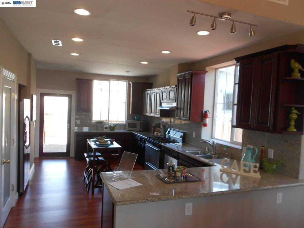 Additional photo for property listing at 2535 21ST Avenue  Oakland, Californie 94606 États-Unis