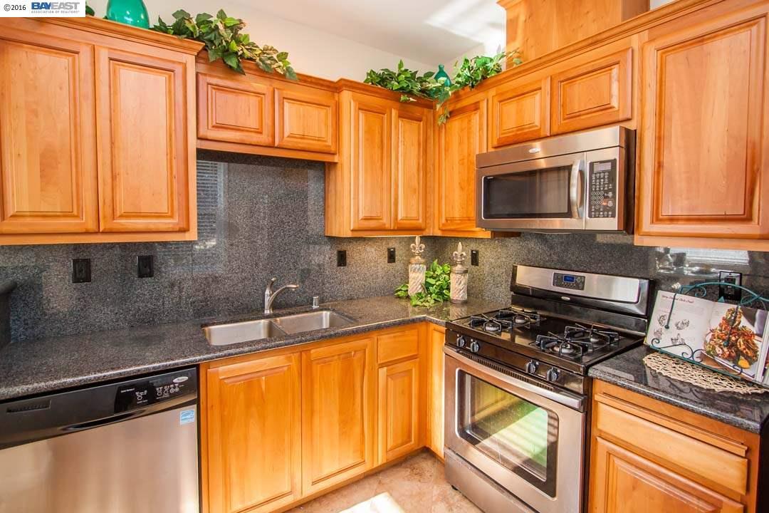 Частный односемейный дом для того Продажа на 3275 DUBLIN BLVD Dublin, Калифорния 94568 Соединенные Штаты