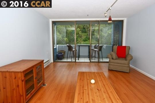 Additional photo for property listing at 555 PIERCE Street  Albany, Californie 94706 États-Unis
