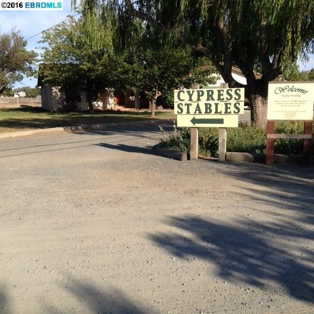 واحد منزل الأسرة للـ Sale في 4370 Franklin Lane Oakley, California 04561 United States