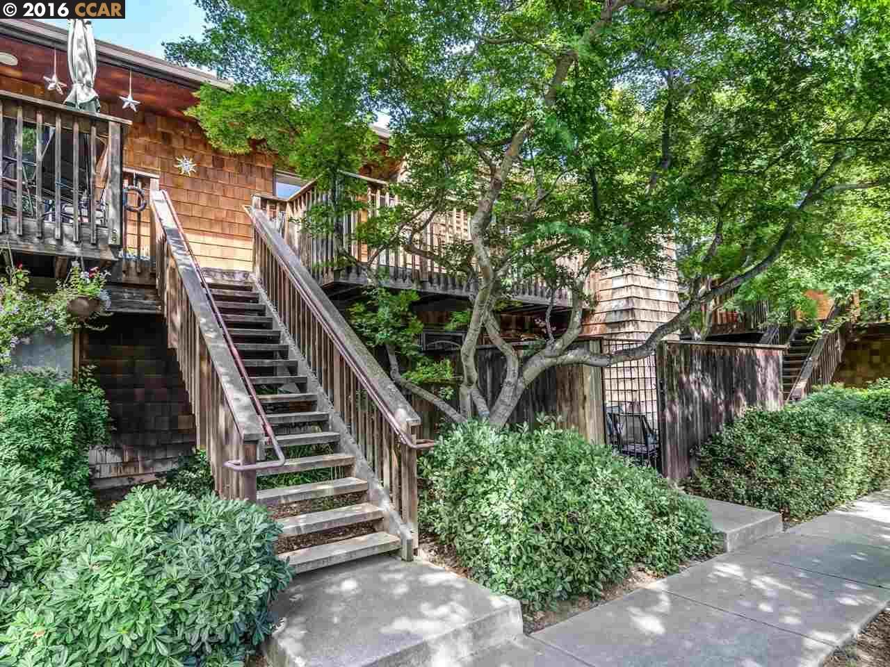 واحد منزل الأسرة للـ Sale في 2450 WALTERS WAY Concord, California 94520 United States