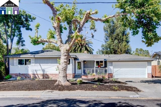 Einfamilienhaus für Verkauf beim 1770 ROXBURY Drive Concord, Kalifornien 94519 Vereinigte Staaten