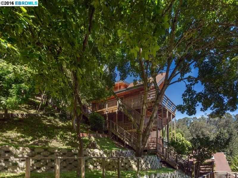Additional photo for property listing at 6790 PINEHAVEN Road  Oakland, California 94611 United States