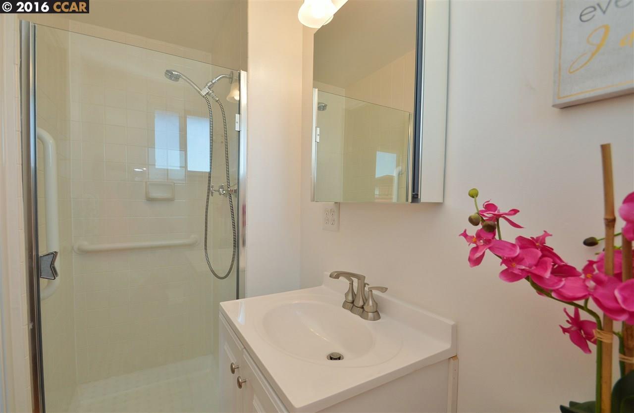 Additional photo for property listing at 7447 Moeser Lane  El Cerrito, 加利福尼亞州 94530 美國