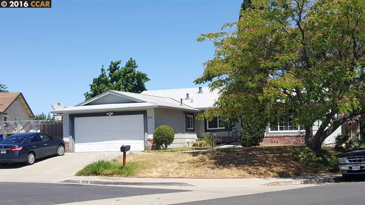 Casa Multifamiliar por un Venta en 3939 MEADOWBROOK Circle 3939 MEADOWBROOK Circle Pittsburg, California 94565 Estados Unidos