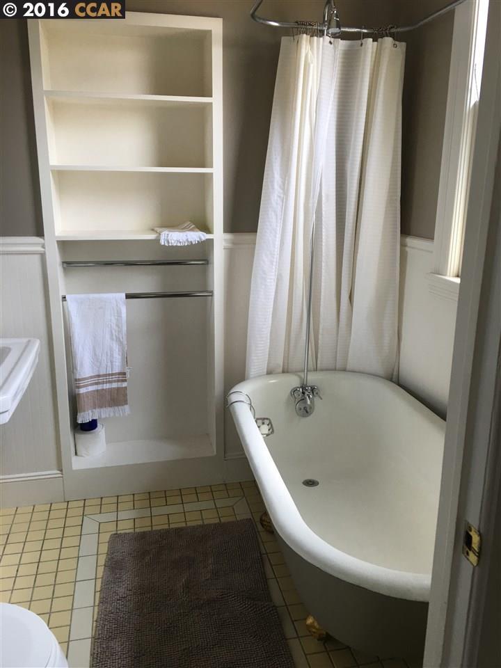 Additional photo for property listing at 2148 SACRAMENTO Street  Berkeley, Californie 94702 États-Unis
