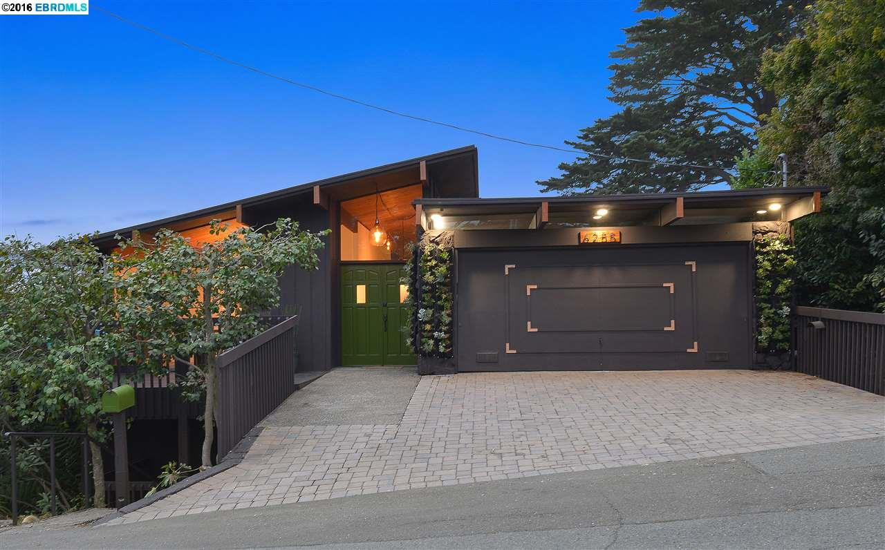 Casa Unifamiliar por un Venta en 6255 CASTLE Drive Oakland, California 94611 Estados Unidos