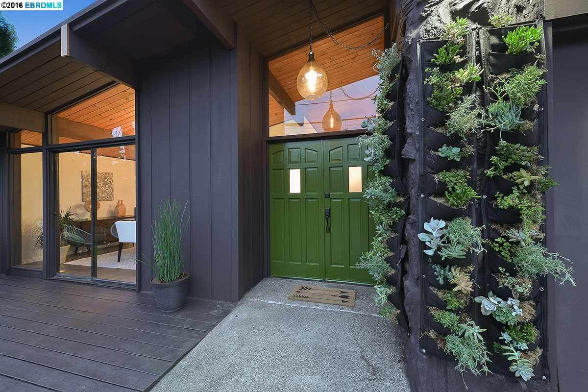 Additional photo for property listing at 6255 CASTLE Drive  Oakland, California 94611 United States