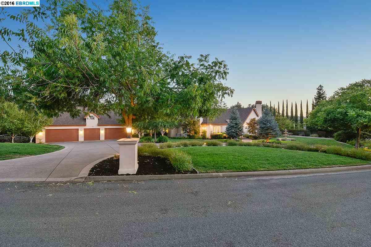 Walnut creek homes for sale for Creek house