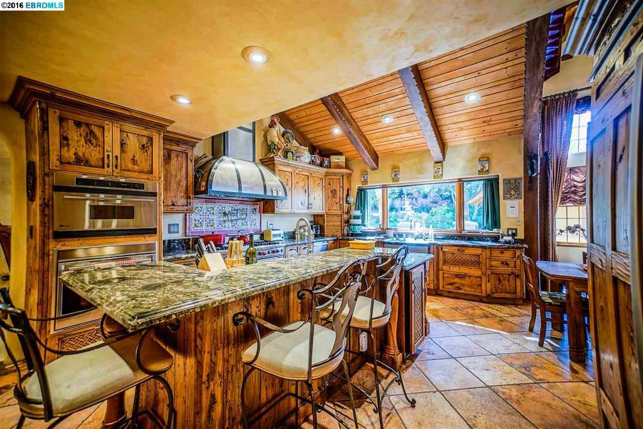 Частный односемейный дом для того Продажа на 1531 N MITCHELL CANYON Road Clayton, Калифорния 94517 Соединенные Штаты