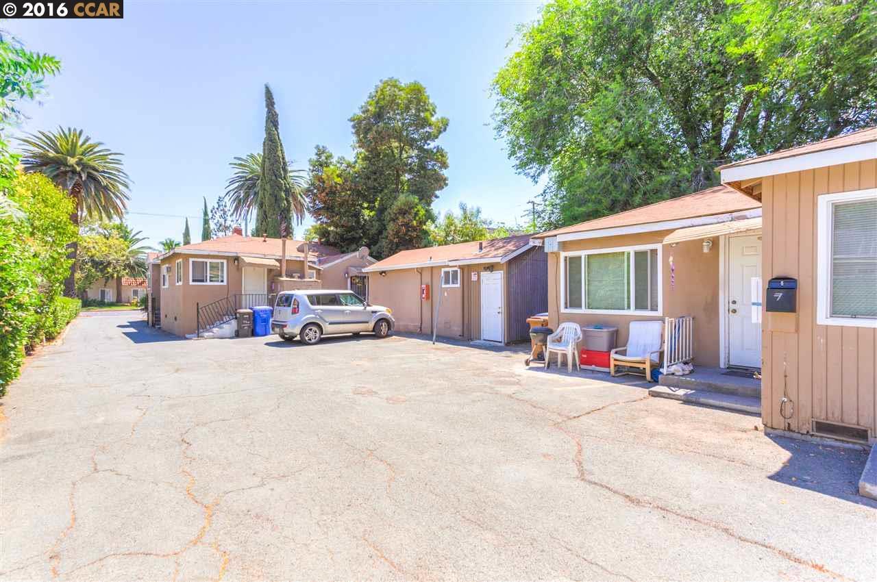 Многосемейный дом для того Продажа на 2745 Concord Blvd Concord, Калифорния 94519 Соединенные Штаты