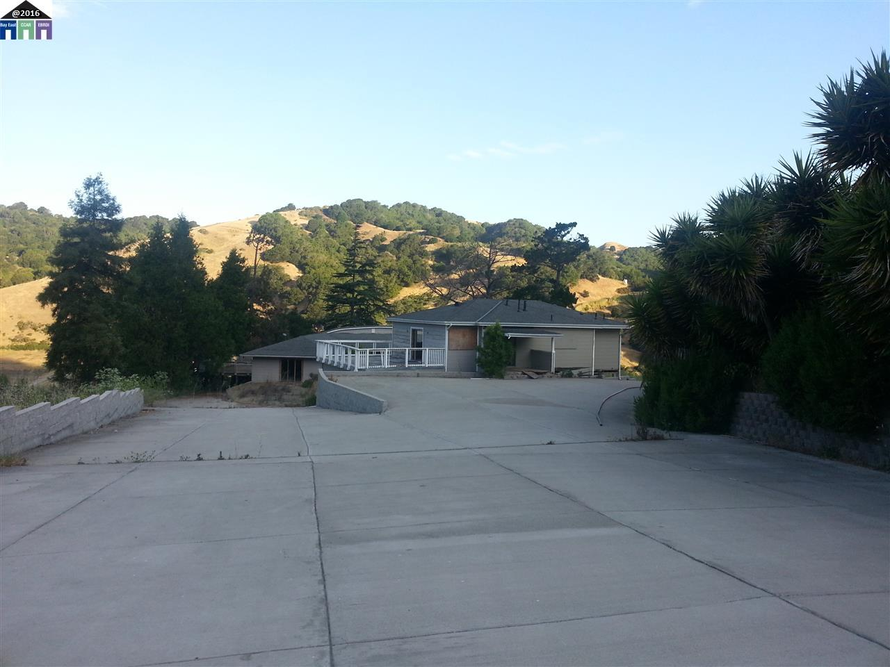Additional photo for property listing at 7825 Crow Canyon  Castro Valley, California 94552 United States