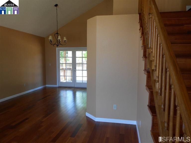 Additional photo for property listing at 424 Ridgewood Court  Antioch, カリフォルニア 94509 アメリカ合衆国