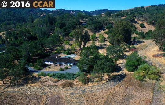 Additional photo for property listing at 3494 Black Hawk Road  Lafayette, California 94549 Estados Unidos