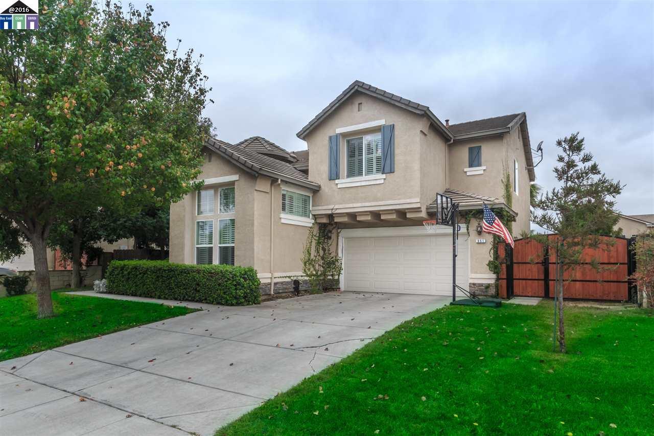 Maison unifamiliale pour l Vente à 951 Valais Lane Manteca, Californie 95337 États-Unis