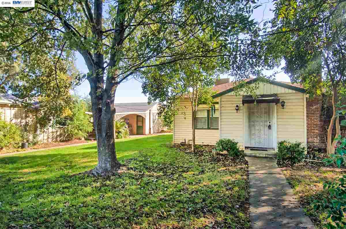 Single Family Home for Sale at 22590 Antelope Blvd Red Bluff, California 96080 United States