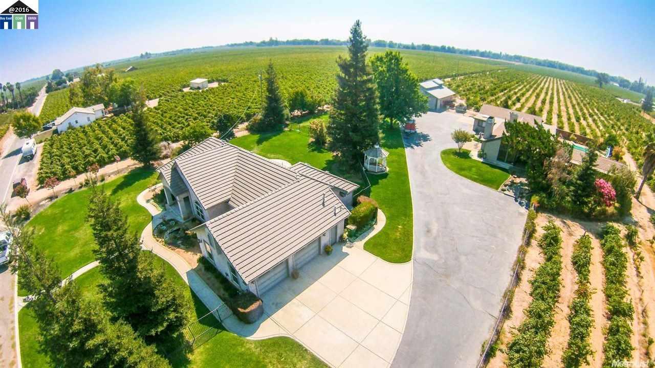 Maison unifamiliale pour l Vente à 8300 E Orchard Road Acampo, Californie 95220 États-Unis
