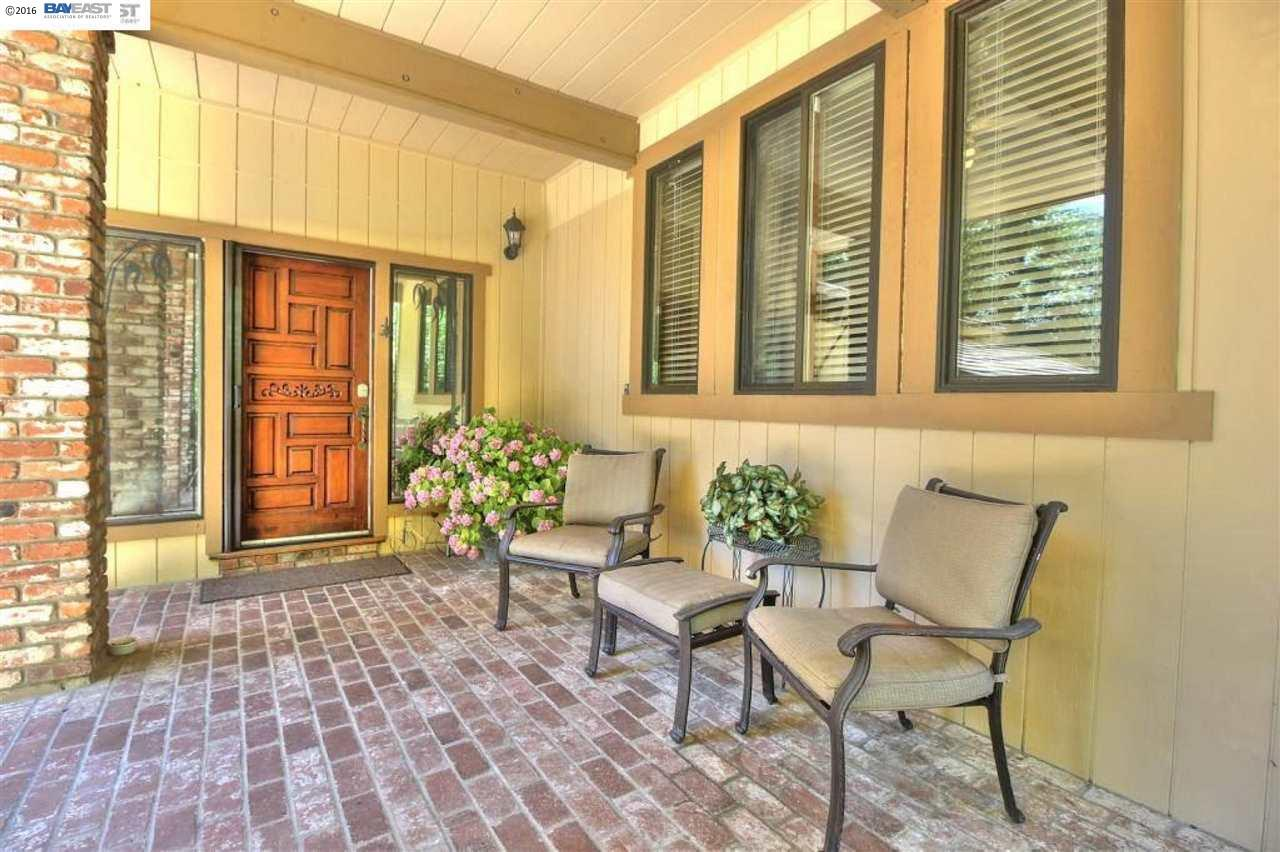 Additional photo for property listing at 37789 Palomares Road  Castro Valley, California 94552 United States