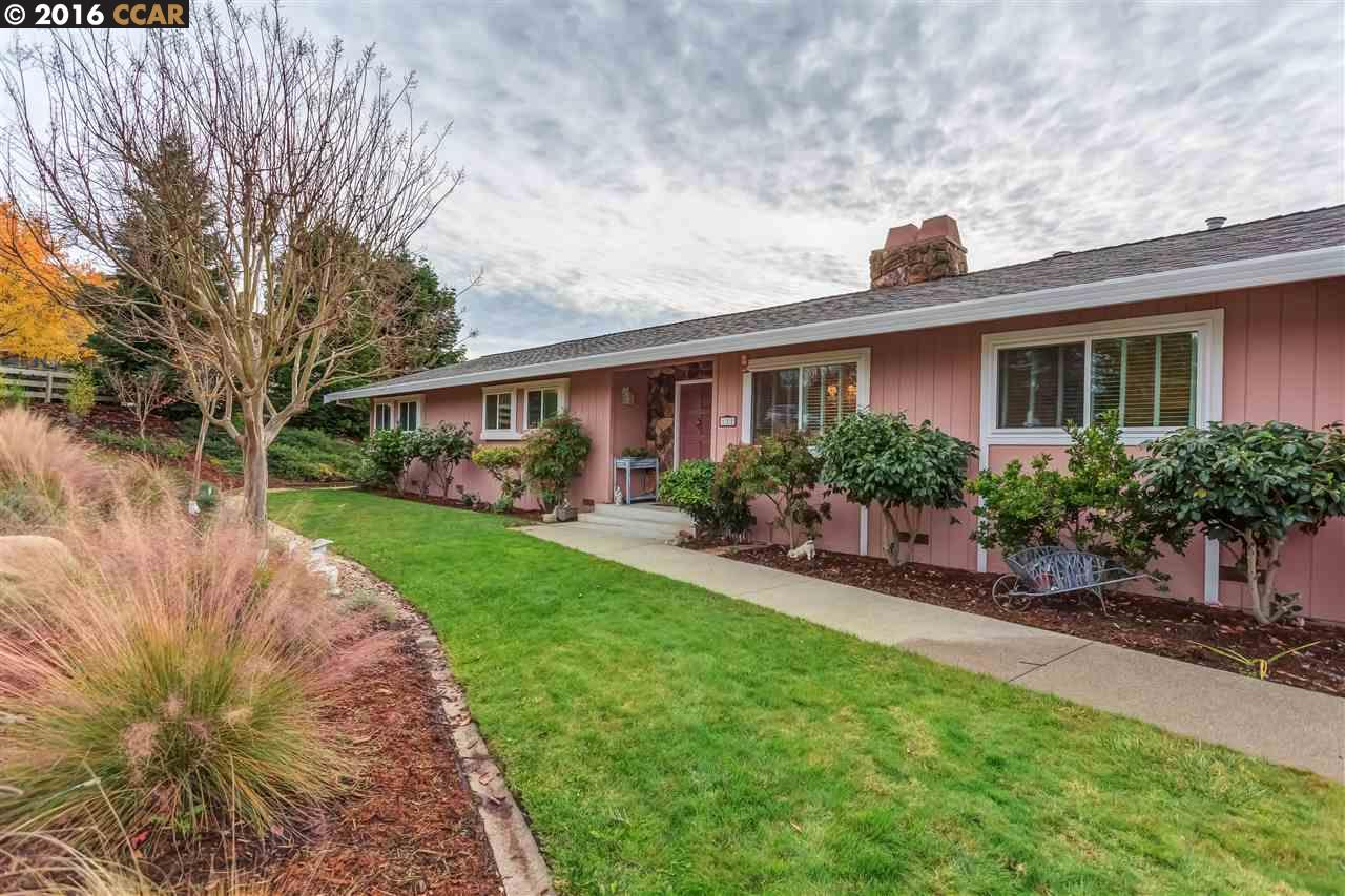 Single Family Home for Sale at 122 Danefield Place Moraga, California 94556 United States