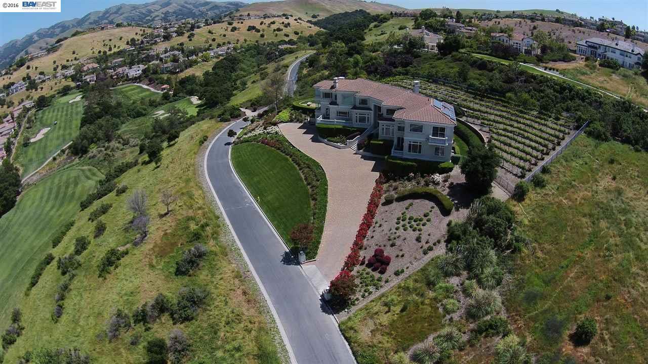 獨棟家庭住宅 為 出售 在 2068 Biarritz Place San Jose, 加利福尼亞州 95138 美國