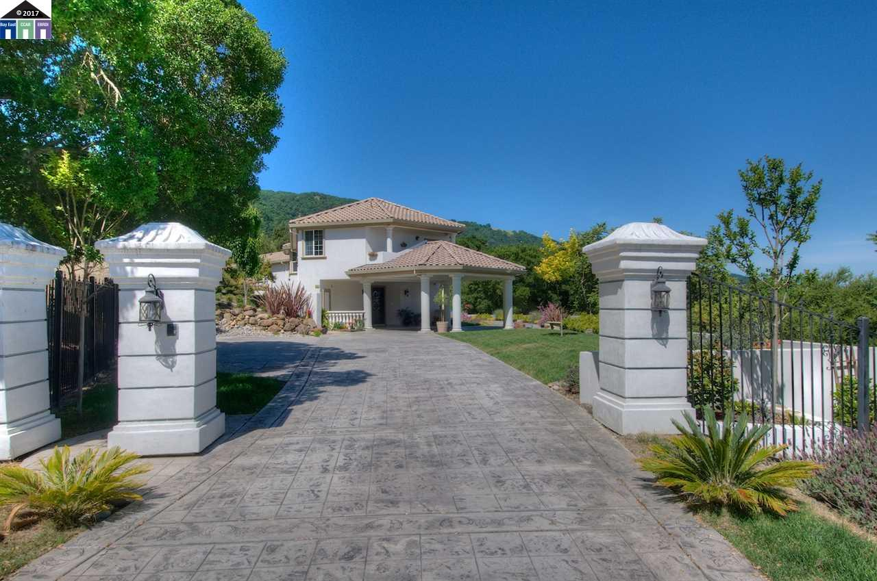 Additional photo for property listing at 8225 Sky Castle Road  Pleasanton, California 94566 United States