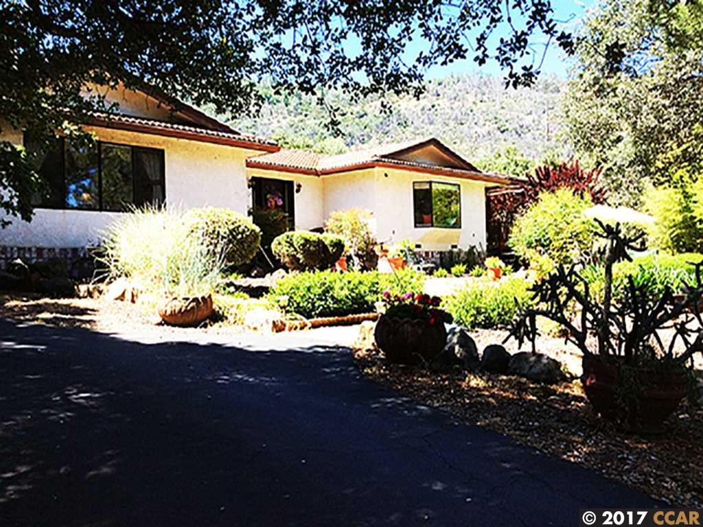 Casa Unifamiliar por un Venta en 10082 Pool Station Road 10082 Pool Station Road Angels Camp, California 95222 Estados Unidos
