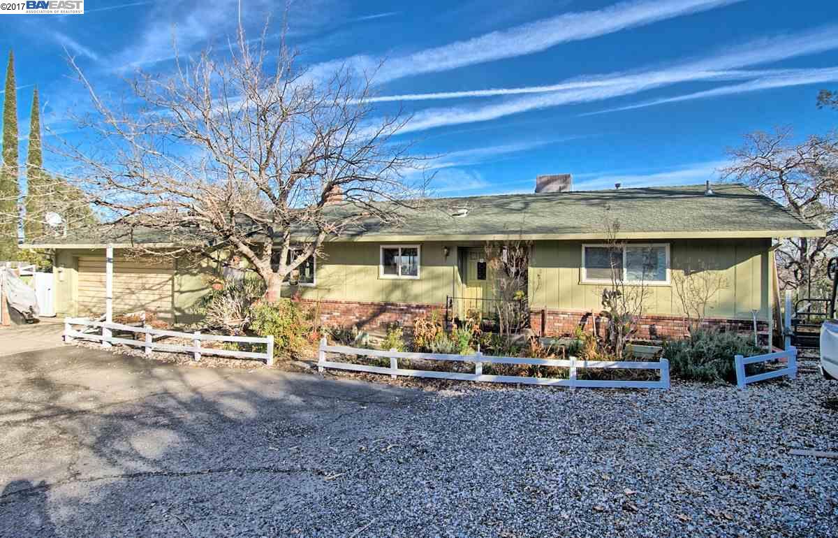 Частный односемейный дом для того Продажа на 1985 Riviera Redding, Калифорния 96001 Соединенные Штаты