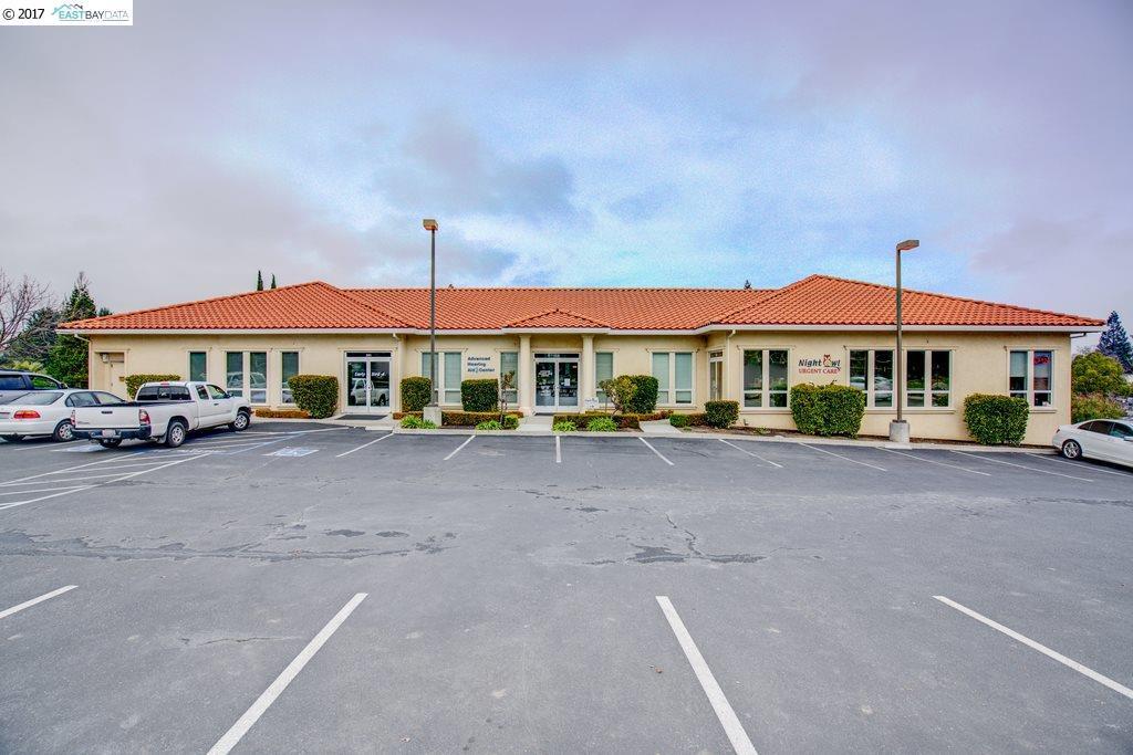 komerziell für Verkauf beim 425 Gregory Lane 425 Gregory Lane Pleasant Hill, Kalifornien 94523 Vereinigte Staaten