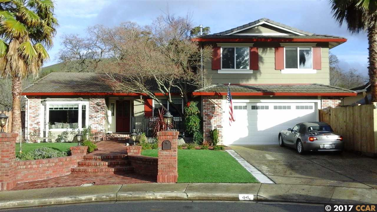 Single Family Home for Sale at 44 Barcelona Way Clayton, California 94517 United States